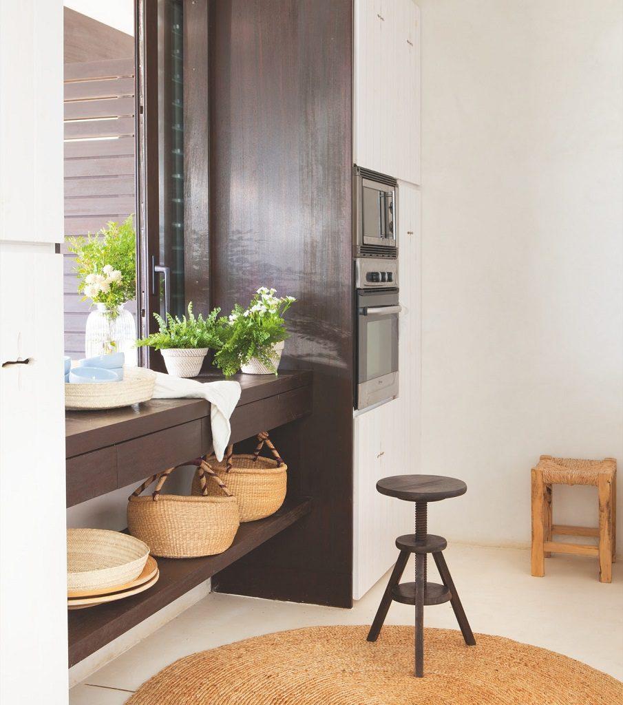 cocina1 32 905x1024 - Fantástica casa junto al mar en Menorca (Baleares) abierta al Mediterráneo