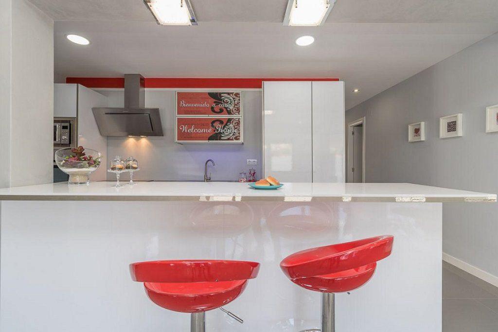 cocina1 33 1024x683 - Preciosa casa de diseño en Orihuela Costa (Costa Blanca), en 2ª línea de playa