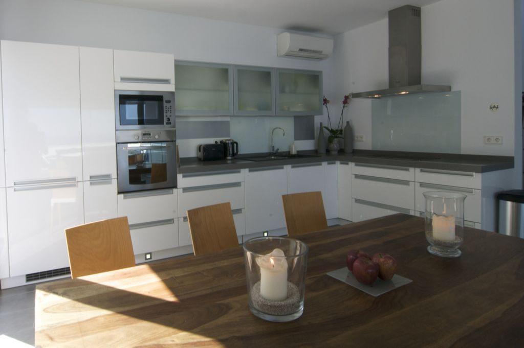 cocina1 8 1024x681 - Unas vacaciones de ensueño en Punta de la Mona, La Herradura (Granada), frente al mar