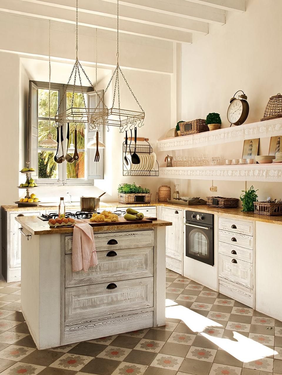 cocina1 - De antigua estación de tren a romántica casa llena de claridad y encanto