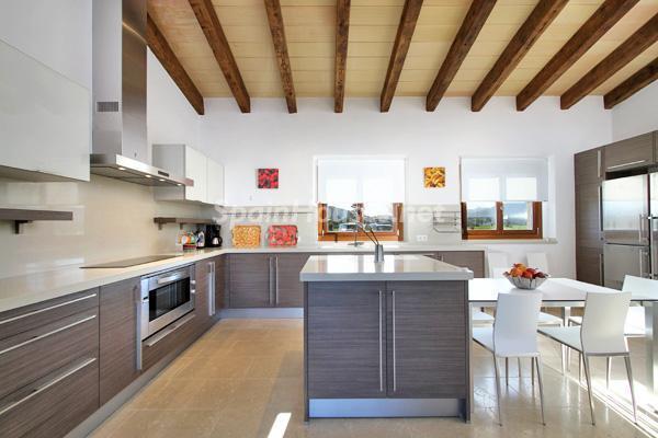 cocina25 - Vacaciones de lujo en una espectacular villa en Pollensa, Mallorca