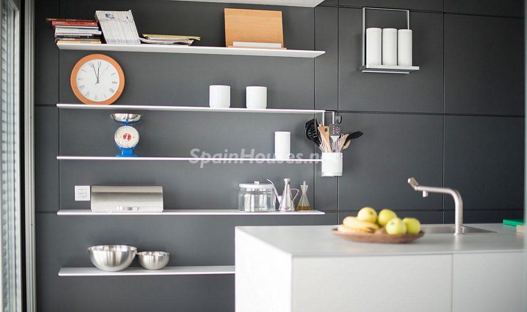 cocina3 1 1024x608 - Diseño escandinavo en una soleada casa junto a la playa en Cambrils (Costa Dorada)