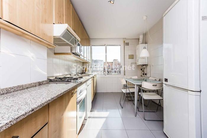 cocina30 - Luminoso y acogedor dúplex en alquiler en Diagonal Mar, Barcelona