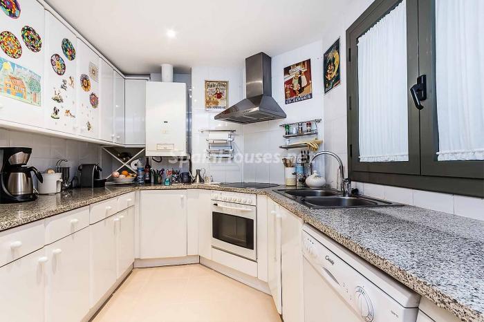 cocina32 - Elegante y luminoso piso en el Eixample más señorial de Barcelona