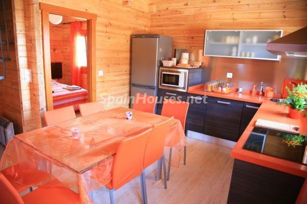 cocina34 - Bonita casa de madera finlandesa a los píes de Sierra Nevada (Granada)