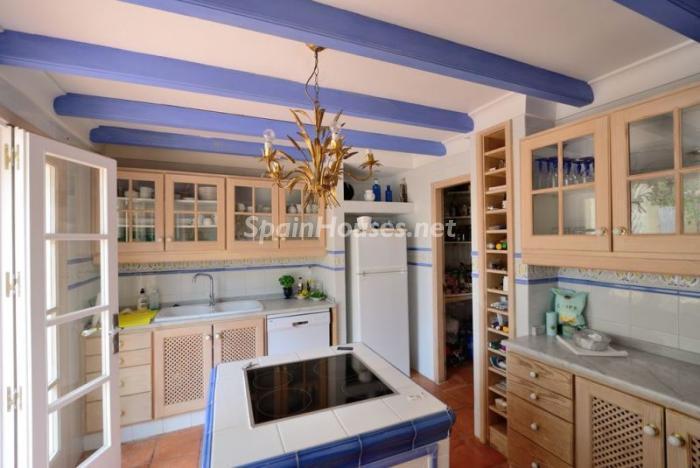 cocina46 - Serena y romántica villa en primera línea de mar en Cala Vadella, Ibiza