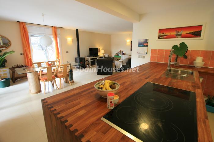 cocina70 - Bonita y luminosa casa sobre los canales de Santa Margarita en Roses (Costa Brava, Girona)