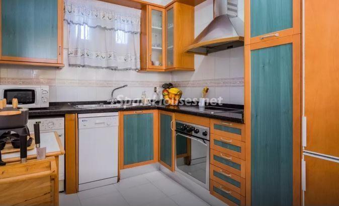 cocina71 - Luz, sol y mar en un precioso chalet en alquiler en Benajarafe (Costa del Sol, Málaga)