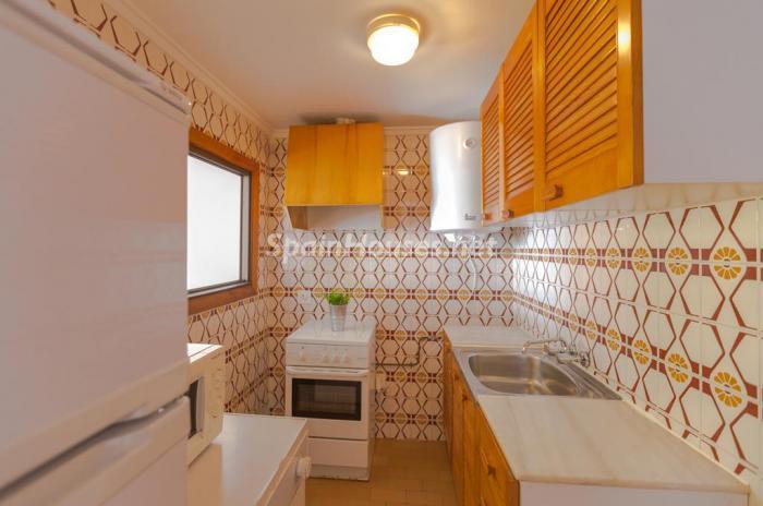 cocina74 - Escapada económica a la playa en un apartamento en Calpe (Costa Blanca, Alicante)