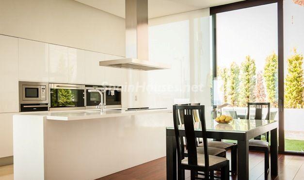 cocina8 - Casa de la Semana: Espectacular villa de diseño en Benidorm, Costa Blanca