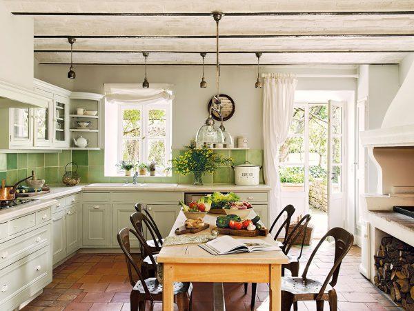 cocina con cocina de lena y azulejos verdes 1280x962 600x451 - La Ferme du Bon Dieu: Una granja convertida en casa que alberga una historia de amor
