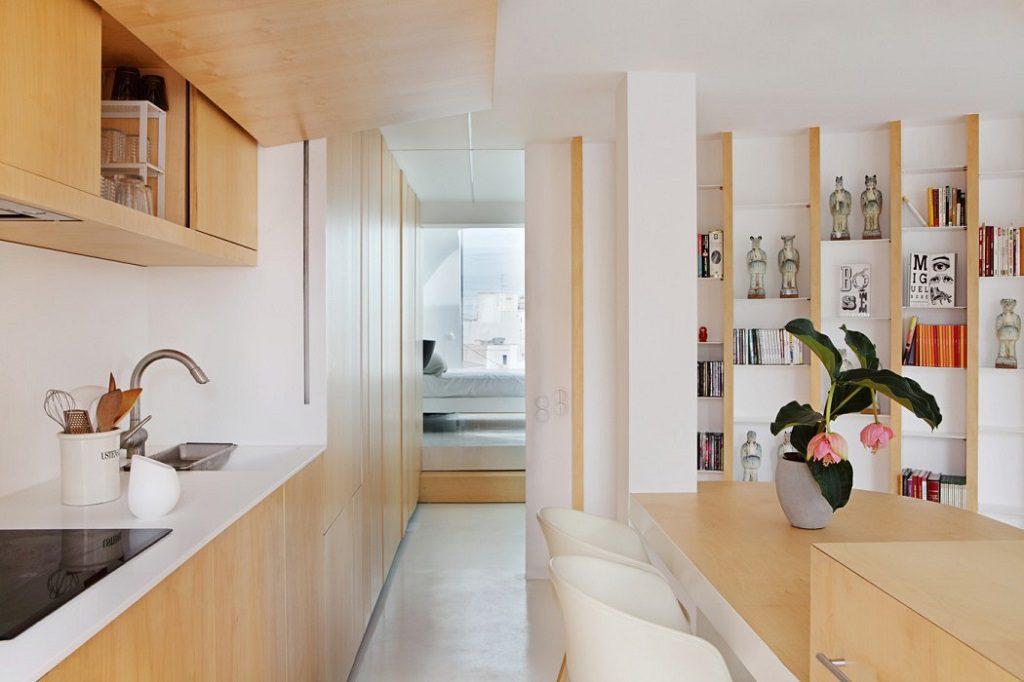 cocinaycomedor 1 1024x682 - Precioso ático de diseño en Valencia: 70 metros de luz, funcionalidad y encanto
