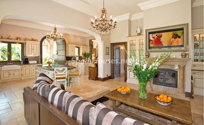 cocinaycomedor - Espectacular villa llena de romanticismo, elegancia y lujo en Benahavís (Costa del Sol)