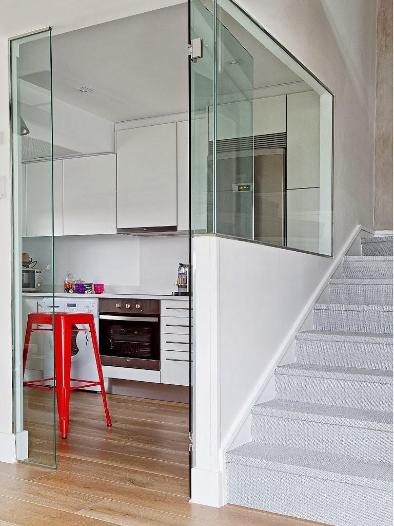 """cocinayescaleras 768x1024 - Toque """"trendy"""" en Madrid, en un precioso loft cálido, femenino y moderno"""