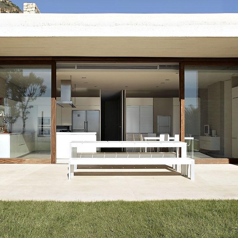 cocinayexterior - Muros de piedra y patios en busca de luz en una espectacular casa en Valencia