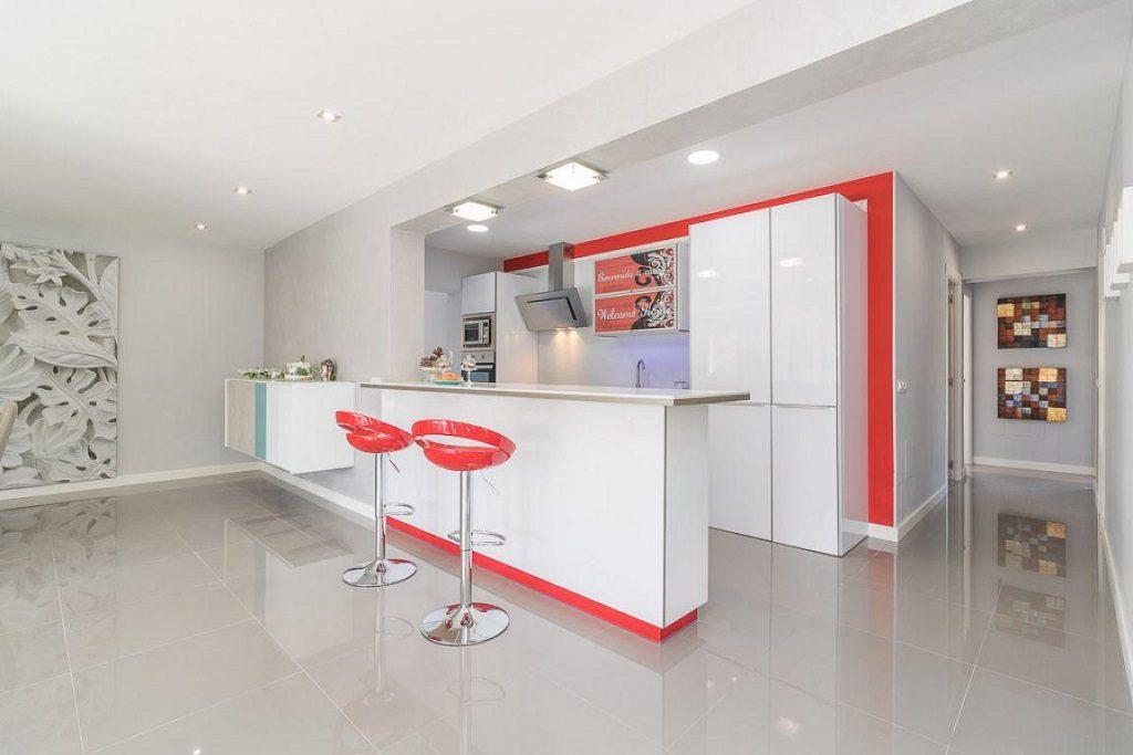 cocinaypasillo 1 1024x683 - Preciosa casa de diseño en Orihuela Costa (Costa Blanca), en 2ª línea de playa