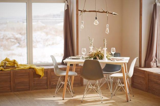 colgador lampara - Ideas para decorar con materiales reciclados tu casa