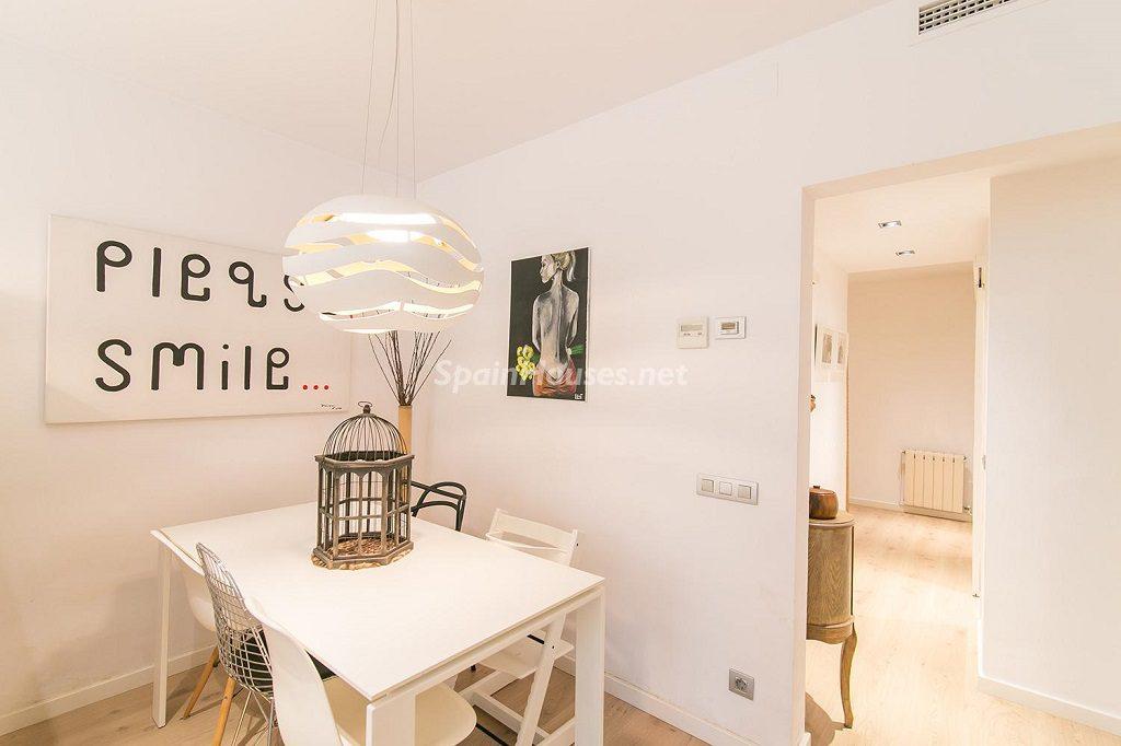 comedor 11 1024x682 - Coqueto piso de diseño en Barcelona (Santa Creu i Sant Pau) con un genial patio para disfrutar