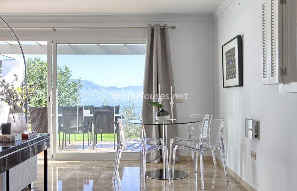 comedor 14 1024x659 - Precioso piso a estrenar en la Sierra de las Nieves (Istán, Marbella), naturaleza a 15 km del mar