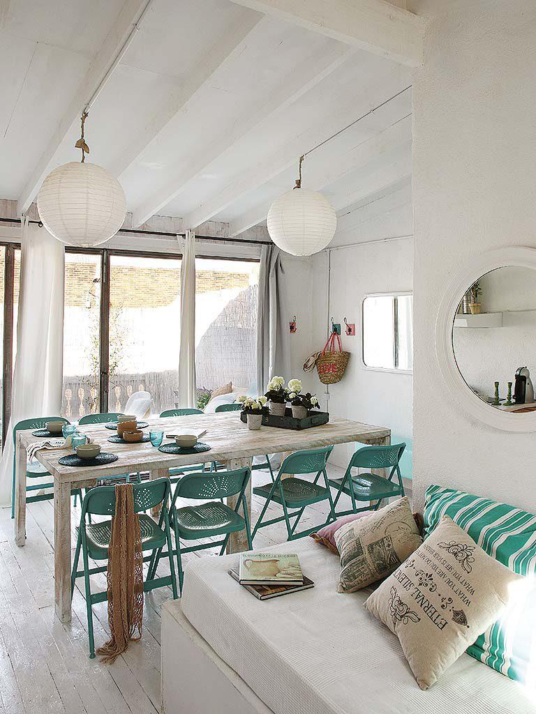 comedor 15 768x1024 - De garaje a original casa en Barcelona: luminosa y llena de encanto vintage
