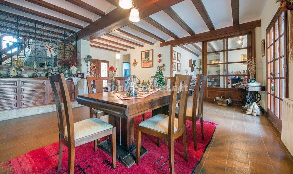 comedor 24 1024x608 - Preciosa casa rústica entre viñedos y naturaleza en el Bajo Penedés, Tarragona