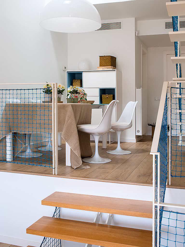 comedor 27 768x1024 - Una casa adosada luminosa y familiar frente al mar en Gavà (Barcelona)