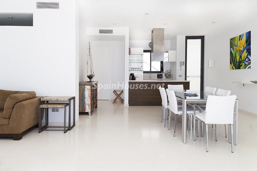 comedor 29 1024x682 - Lujo minimalista para una escapada de vacaciones frente a Es Vedrà, Ibiza (Baleares)