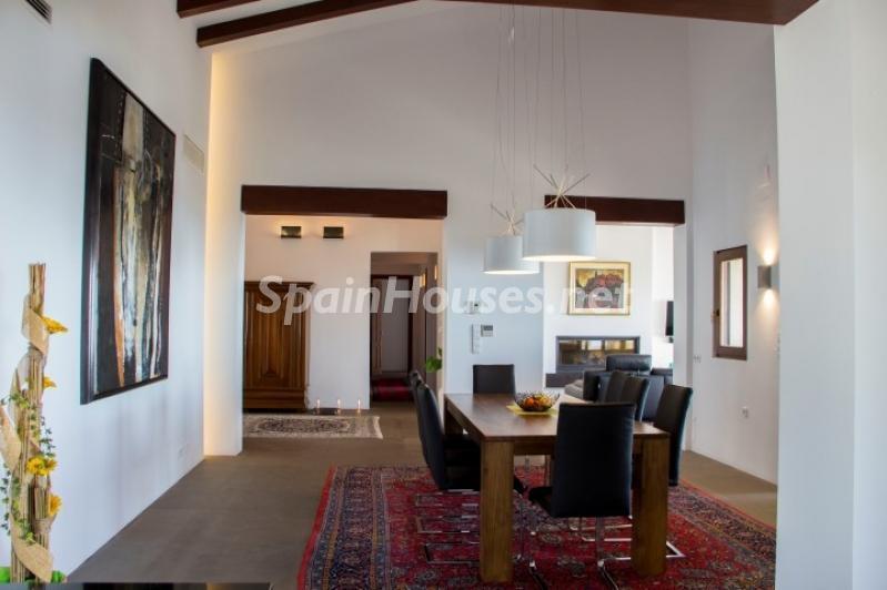 comedor 9 - Lujosa casa vestida de piedra en Benitachell (Costa Blanca) con vistas panorámicas al mar