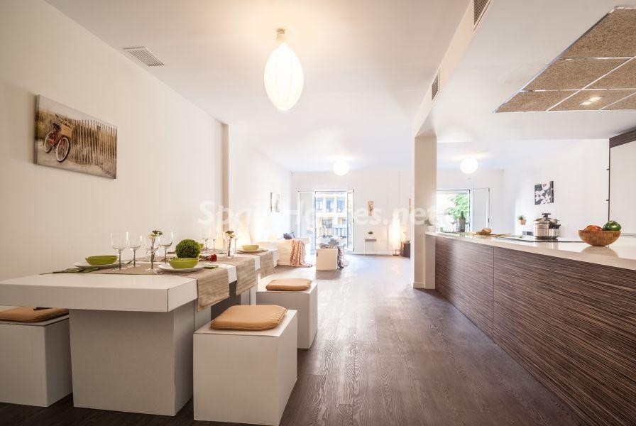 comedor cocina 6 - Home Staging de detalles cálidos en un bonito piso reformado en Cádiz capital