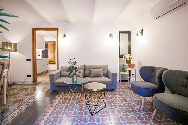 comedor suelos piso eixample - Apartamento con terraza en Barcelona: modernidad en un barrio de arquitectura majestuosa