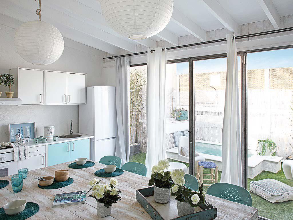 comedor terraza 1024x768 - De garaje a original casa en Barcelona: luminosa y llena de encanto vintage