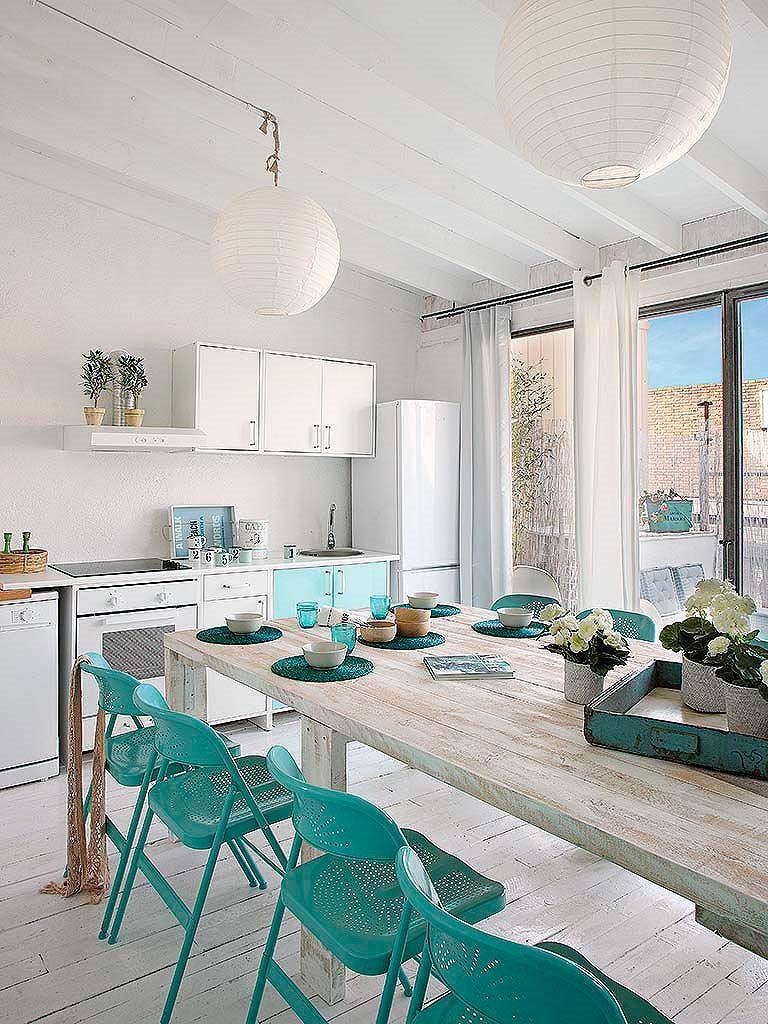 comedor terraza1 768x1024 - De garaje a original casa en Barcelona: luminosa y llena de encanto vintage