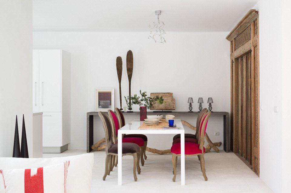 comedor1 10 - Serenidad minimalista y mediterránea en una genial casa en Sotogrande (Cádiz)