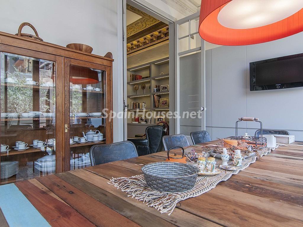 comedor1 2 1024x768 - Piso modernista en el Eixample (Barcelona): fusión espectacular de luz y elegancia