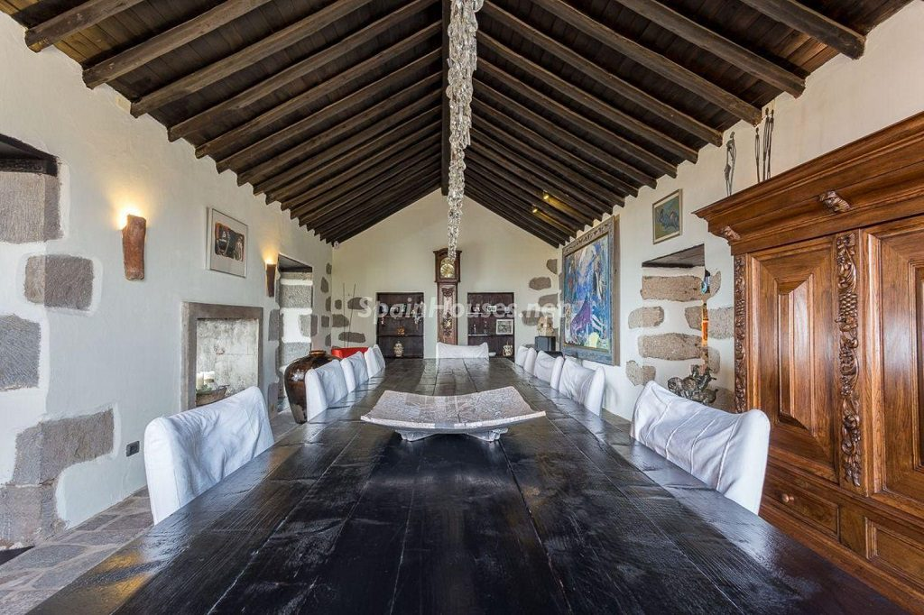 comedor1 3 1024x682 - Elegante y sereno toque otoñal en una bonita casa en Tafira, Las Palmas de Gran Canaria