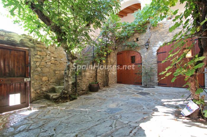 conca lleida - 22 fantásticas casas de piedra, masías catalanas y villas mallorquinas para enamorar