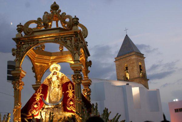 conil se prepara para la feria en honor a su patrona ntra sra de las virtudes 600x402 - Las mejores fiestas para visitar Andalucía este verano 2018