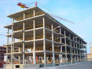 construccion3 300x225 - El número de casas y pisos que se terminan de construir cae un 90% desde 2007