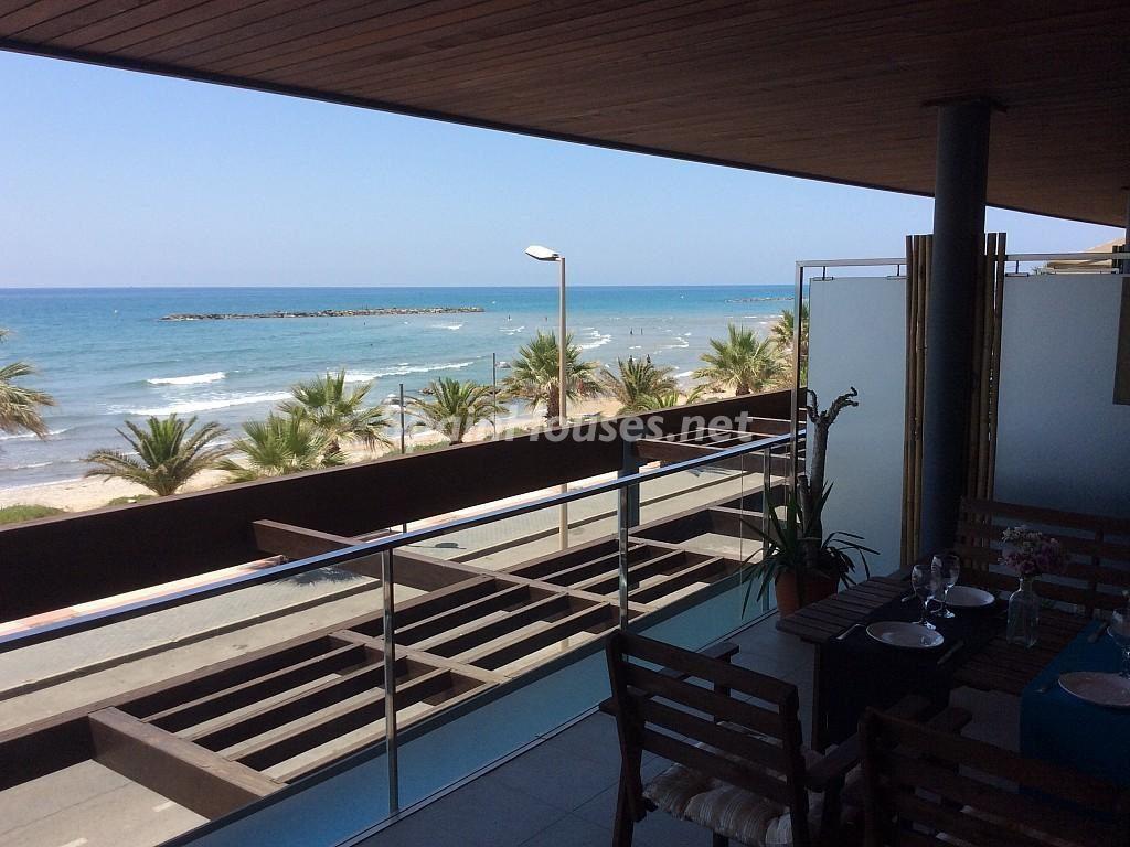 cubelles barcelona 1024x768 - Primera línea de playa: 14 bonitos apartamentos y pisos para disfrutar junto al mar