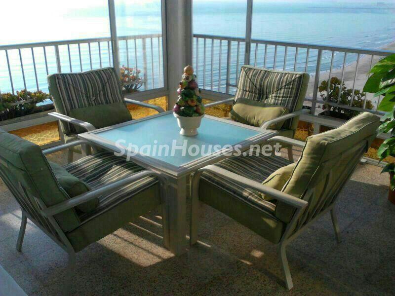 cullera valencia1 1 - Primera línea de playa: 14 bonitos apartamentos y pisos para disfrutar junto al mar