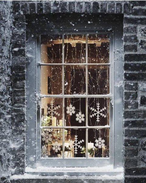 d935a820b193ae0216c95a1b078b1975 6376b3b0 1080x1349 480x600 - Ideas para decorar tus ventanas en Navidad