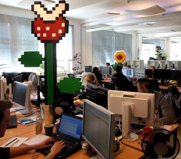 decoración de oficinas al estilo mario bros1 - Las oficinas de eDarling se cubren de colores y creatividad