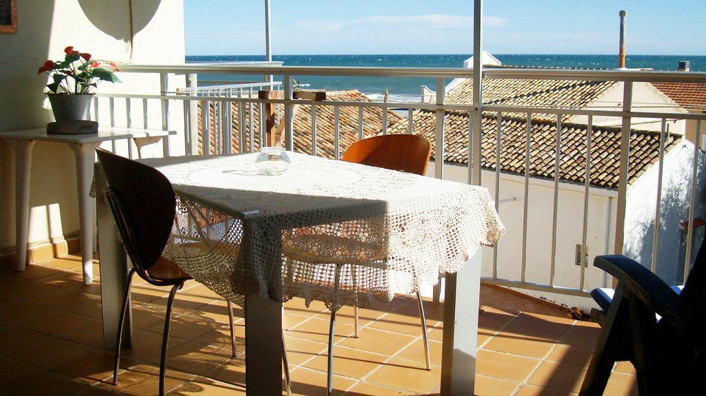 denia alicante1 2 1024x575 - 20 pisos en la costa con vistas al mar por menos de 200.000 euros
