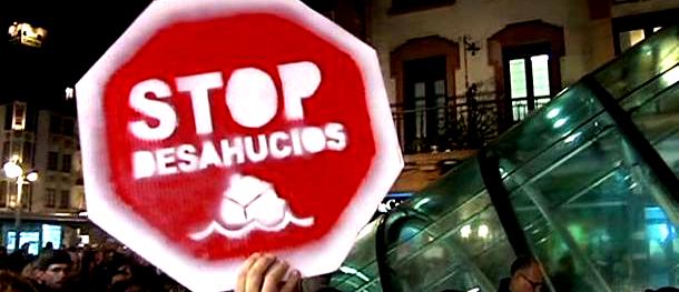Pancarta de protesta contra los desahucios
