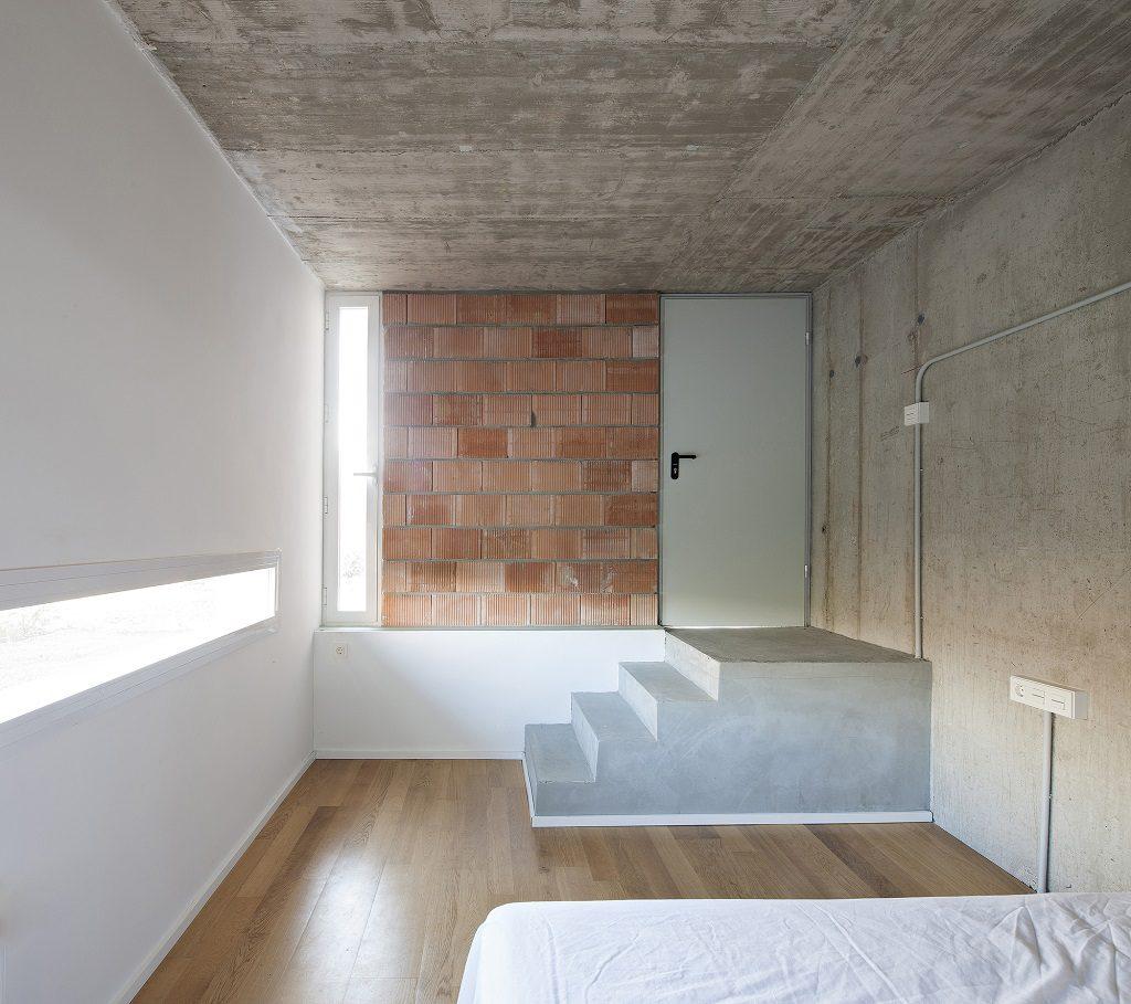 detall dormitorio 1024x909 - Casa de los Vientos: Adaptación para el verano en La Línea de la Concepción (Cádiz)