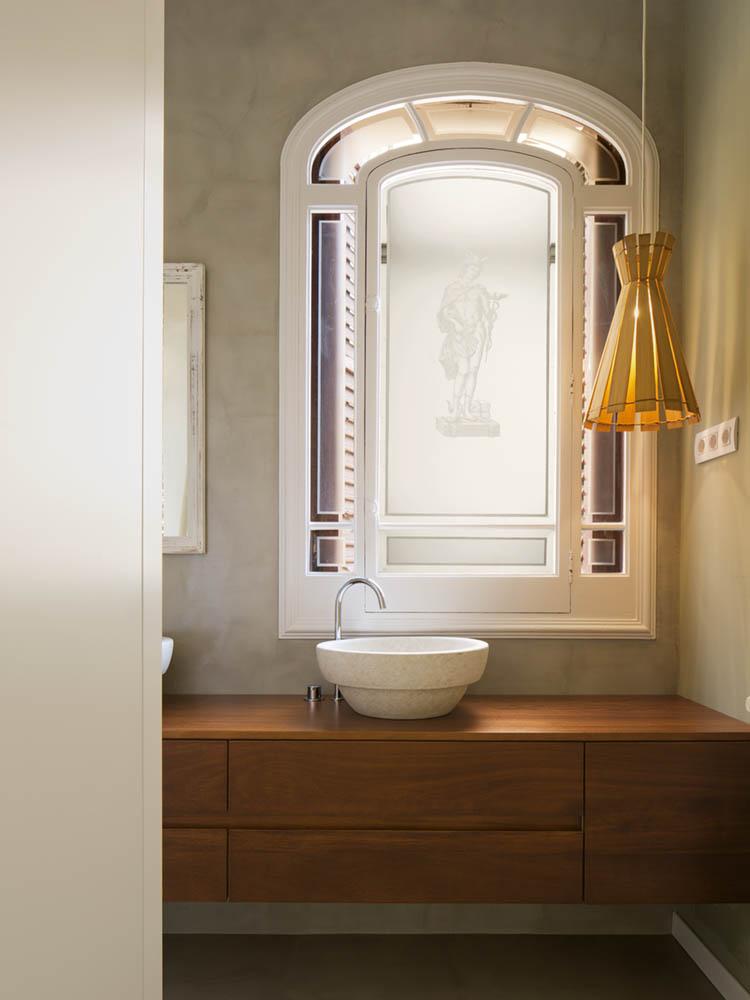 """detalle baño 3 - Toque """"Art Novou"""" con jardín en una elegante casa modernista en Barcelona"""