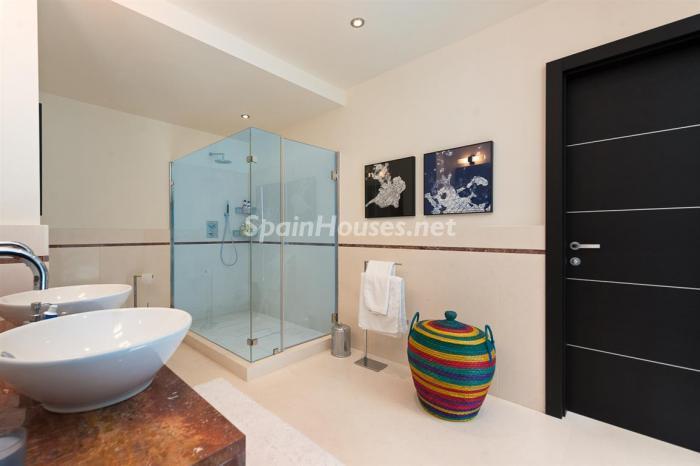 detalle baño1 - Preciosos apartamentos de diseño contemporáneo en Sierra Blanca, Marbella