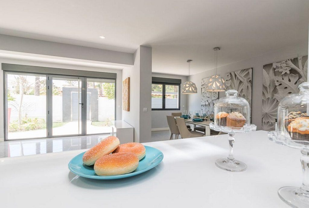 detalle cocina 5 1024x690 - Preciosa casa de diseño en Orihuela Costa (Costa Blanca), en 2ª línea de playa