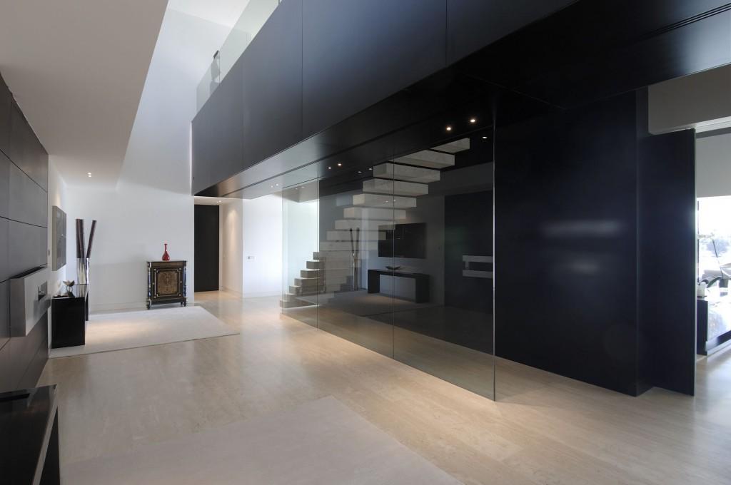detalle escalera 1024x680 - Diseño contemporáneo y minimalista en La Finca, Pozuelo de Alarcón (Madrid)