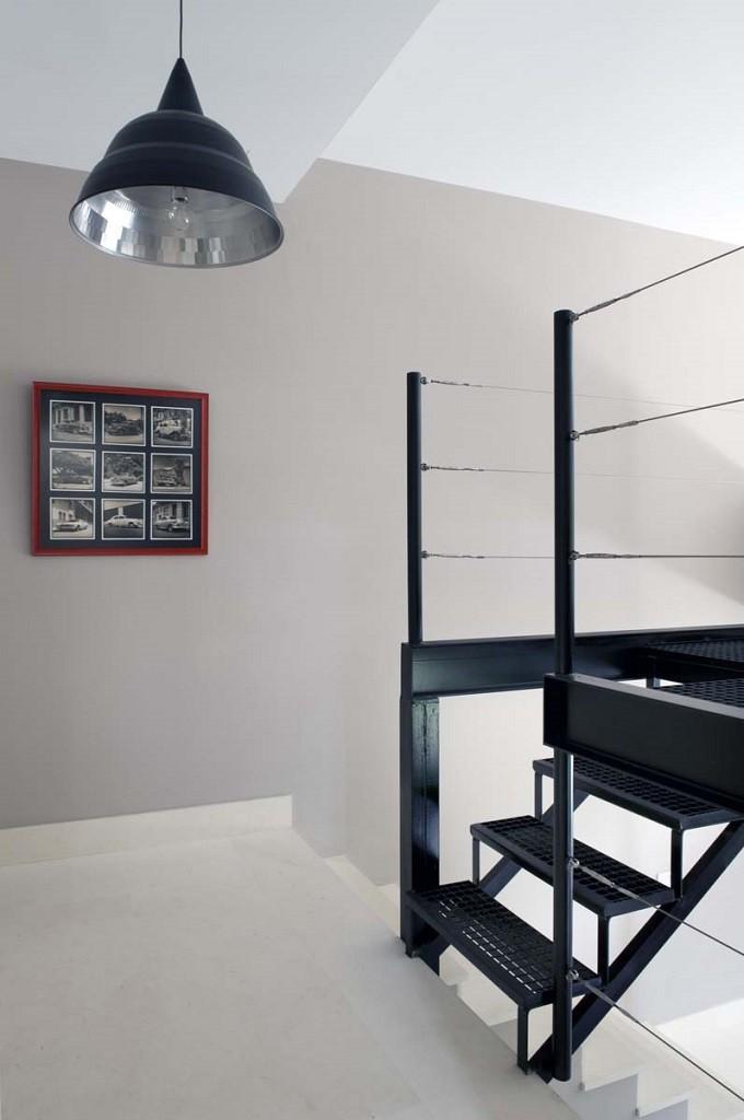 detalle escalera1 1 680x1024 - Toque refrescante y ecléctico en una preciosa casa en Sotogrande (Costa de la Luz, Cádiz)